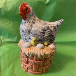Hen with Chicks Salt & Pepper Set